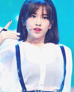 (Credits to the real owner/s) Kpop Girl Groups, Korean Girl Groups, Kpop Girls, Yuri, Ulzzang, Eyes On Me, Sakura Miyawaki, Fandom, Japanese Girl Group