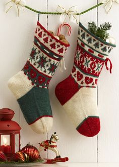 DIY Stockings-- make it a tradition among family or friends to knit stockings every year. You can donate your ones from the previous year to nearby shelter, spreading holiday cheer. Knitted Christmas Stocking Patterns, Knitted Christmas Stockings, Christmas Knitting, Knitting Projects, Knitting Patterns, Knitting Tutorials, Stitch Patterns, Christmas Crafts, Christmas Ornaments