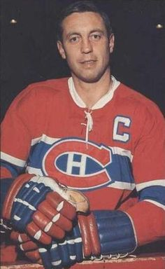 """""""I may never be able to play like Jean Béliveau, but I'd like to be the man he is."""" -- Guy Lafleur of the Montreal Canadiens. Montreal Canadiens, Hockey Teams, Ice Hockey, Hockey Cards, Baseball Cards, Montreal Hockey, Star Wars, Nhl Players, True North"""