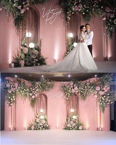 """Wedding Flowers & Decoration on Instagram: """"Detail 1•06•2019 @โรงแรมแคนทารี่โคราช _____________________________ Dec #hugweddingplanner Flowers #ommee_floral 👈 Cr.เย่…"""" Wedding Backdrop Design, Wedding Reception Backdrop, Wedding Decorations On A Budget, Wedding Stage, Dream Wedding, Gold Wedding Colors, Floral Wedding, Wedding Flowers, Luxury Wedding Decor"""