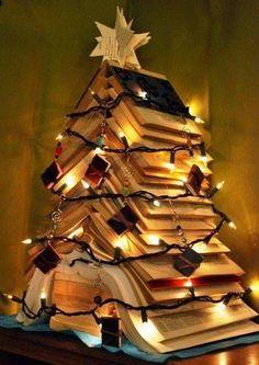 Árvores de Natal -arvore de natal artesanal de livros tumblr