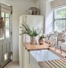 Apr 2020 - Home Interior Scandinavian Kitchen Küchen Design, House Design, Interior Design Minimalist, Interior Design Kitchen, Country Kitchen, Family Kitchen, Kitchen Corner, Kitchen Tables, Kitchen On A Budget