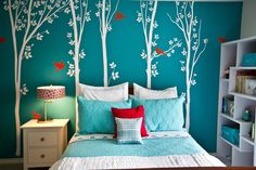 Being the mid color between the extremes of red and violet, turquoise is the color of balance, for the emotions, thoughts and speech. Bedroom is a perfect space to use that with any bold extremes.