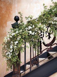 Let's continue with our spring wedding topic, today we will talk about spring wedding centerpieces. Actually, no matter about seasons, fresh flowers are always the major element of wedding centerpiece decoration. Mod Wedding, Floral Wedding, Wedding Flowers, Wedding Ideas, Flower Garland Wedding, Chic Wedding, Trendy Wedding, Wedding Cake, Ceremony Decorations