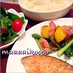 寒い日はあったかスープでポッカポカ( •ॢ◡-ॢ)-♡ - 16件のもぐもぐ - サーモンソテー、蕪の葉ジャーマンポテト、蕪のキムチクリームスープ、ほうれん草サラダ by maaaaikoooo