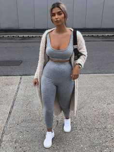 Thick Girls Outfits, Cute Lazy Outfits, Chill Outfits, Summer Outfits, Look Fashion, Fashion Outfits, Tracksuit Set, Winter Looks, Looks Style