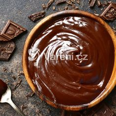 The perfect ganache Chocolate Nutella, Homemade Chocolate, Chocolate Peanut Butter, Chocolate Desserts, Amish Recipes, Cooking Recipes, Just Desserts, Dessert Recipes, Ganache Recipe