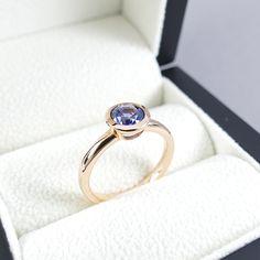 Ceylon Saphirring - Verlobungsring - Anlassring - Solitär - Rosegold - Medium Blue - Zarge Ceylon Sapphire, Ring Verlobung, Etsy, Medium, Rings, Jewelry, Engagement Ring, Jewlery, Jewerly