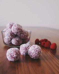 Raspberry coconut paleo bliss balls | The Lazy Paleo
