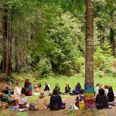 Happy Hippie, Hippie Love, Hippie Things, Mundo Hippie, Rainbow Gathering, Hippie Movement, Estilo Hippy, 70s Aesthetic, Hippie Lifestyle