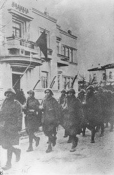 Truppe greche a Korçë, Albania, novembre 1940.