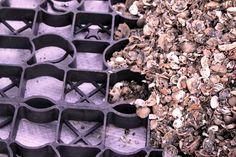 Grind roosters, split platen voor tuin, oprit en paarkeerplaats - Noddevelt Rubber Matten | Stalmatten