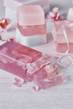 For those who are seriously into soap making, the concept of soap molds is an interesting one. What you need to understand is that when it comes to soap molds, Diy Savon, Savon Soap, Homemade Beauty, Diy Beauty, Beauty Tips, Beauty Hacks, Homemade Soap Recipes, Bath Soap, Glycerin Soap