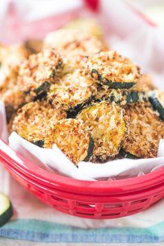 8dbebdfe5322c10166b55977831a3750 Parmesan Zucchini Chips, Zucchini Chips Recipe, Zucchini Crisps, Bake Zucchini, Baked Zuchinni Recipes, Zucchini Sticks, Healthy Snacks, Healthy Recipes, Healthy Eats