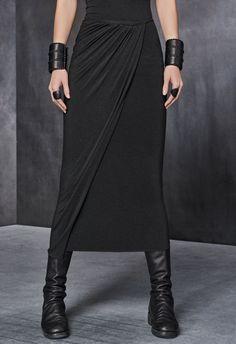 Minimal trends Grey slit maxi skirt, lack leather boots and bracelets Fashion Mode, Dark Fashion, Gothic Fashion, Urban Fashion, Womens Fashion, Moda Formal, Mode Steampunk, Draped Skirt, Virtual Fashion
