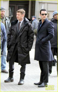 Ben McKenzie Reveals That We May Not Have Met the Real Joker on 'Gotham' | ben mckenzie gotham set joker identity 05 - Photo