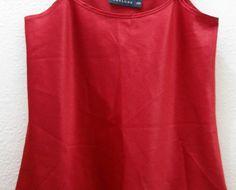 Regata Cetim vermelho Thelure 38/40 R$85,00 Regata de Cetim Vermelho veste 38/40  apesar da etiqueta PPLinda e peça única.De alta grife.