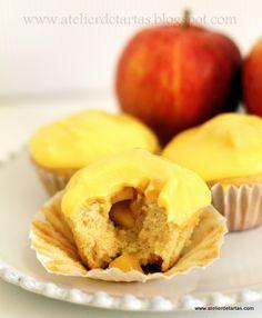 Cupcakes de vainilla con relleno de manzana con cobertura de crema pastelera / Apple Cupcakes with Boston Cream