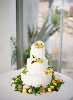 Citrus wedding cake ideas, beautiful for a tuscan party theme
