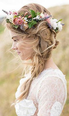 elegant boho wedding hairstyles with floral crown (Boho Wedding Hair) Boho Wedding Hair, Mod Wedding, Wedding Hair And Makeup, Trendy Wedding, Wedding Beach, Free Wedding, Party Wedding, Garden Wedding, Wedding Bride