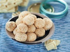 A tropical truffle great to share or gift. Try our Whittaker's White Chocolate and Passionfruit Truffle recipe. Cadbury Chocolate, White Chocolate Ganache, Chocolate Mix, Chocolate Truffles, Home Recipes, Baking Recipes, Truffle Recipe, Sweet Treats, Bakken