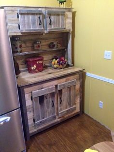 This DIY wood pallet kitchen hutch is a beautiful sample of some custom made pallet furniture pieces! Dimensions have been given to targeted area in the kitchen Pallet Kitchen Cabinets, Pallet Kitchen Island, Kitchen Cabinet Design, Kitchen Hutch, Kitchen Islands, Pallet Crafts, Pallet Projects, Diy Pallet, Pallet Ideas