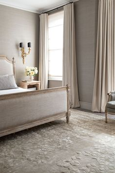 Suzanne Sharp, creative director of The Rug Company, shares her top tips. Interior design ideas and decorating advice by House & Garden. Beautiful Bedroom Designs, Beautiful Bedrooms, Beautiful Interiors, Dining Room Paint, Dining Rooms, Rug Company, Carpet Colors, Red Carpet, Rugs On Carpet