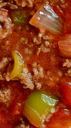 Crockpot Stuffed Pepper Soup - a great, simple dinner option that's very filling and something the whole family will enjoy! ❊ A quick and easy slow cooker dinner! Whip up a batch of this Crockpot Stuffed Pepper Soup Recipe! Crockpot Dishes, Crock Pot Soup, Crock Pot Slow Cooker, Crock Pot Cooking, Crockpot Recipes, Stuffed Pepper Soup Crockpot, Stuffed Green Pepper Soup, Dinner Crockpot, Easy Soup Recipes