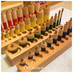 Knobbed & Knobless Cylinders Montessori Quotes, Montessori Homeschool, Montessori Classroom, Montessori Toddler, Montessori Activities, Preschool Learning, Montessori Practical Life, Teaching Colors, Sensory Activities