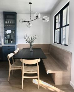 Clean and modern kitchen banquette seating. Clean and modern kitchen banquette seating. Banquette Seating In Kitchen, Kitchen Benches, Built In Dining Room Seating, Corner Dining Nook, Bench Seat Dining Room, Wood Dining Tables, Kitchen Table With Bench, Bench Dining Room Table, Dining Area