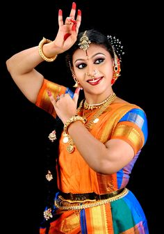 kuchipudi Folk Dance, Dance Art, Dance Positions, Kathak Dance, Indian Women Painting, Shiva, Indian Classical Dance, Dance Poses, Cute Girl Pic