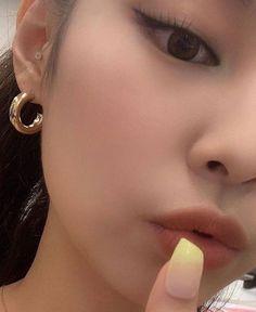 Divas, Blackpink Members, Jennie Kim Blackpink, Blackpink Fashion, Emma Stone, Queen, Korean Girl Groups, Kpop Girls, Makeup Cosmetics