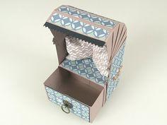 Strandkorb aus Papier für Urlaubsreife Männer basteln - YouTube Origami Paper, Diy Paper, Paper Crafts, Easy Crafts, Diy And Crafts, Arts And Crafts, Papier Diy, Slider Cards, Exploding Boxes