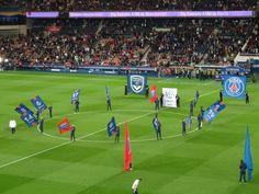 Le Parc des Princes prêt à accueillir les Parisiens pour le coup d'envoi de PSG-Bordeaux, avec l'Argentin Angel Di Maria, à l'occasion de la 5e journée de Ligue 1.
