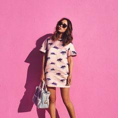 A blogueira Aimee Song veste rosa.