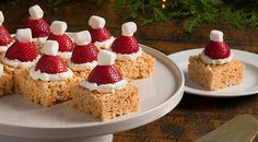 Serve these adorable holiday treats and the smiling crowd will respond with a crescendo of oohs and aahs.