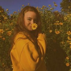 i really like this picture im hoping to recreate it for my instagram soon but one problem i need a yellow sweatshirt and and pretty flower feild lol