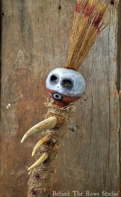 Voodoo Doll Tribal Ceremonial Hand Weapon for a scarecrow? Voodoo Party, Voodoo Costume, Voodoo Halloween, Voodoo Dolls, Halloween Cosplay, Halloween Costumes, Halloween Themes, Halloween Fun, Halloween Decorations