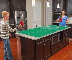 Üstünde masa tenisi oynayabileceğiniz mutfak tezgahı.
