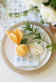 How to host 'A Little Cutie is on the way' Baby Shower So hosten Sie 'A Little Cutie is on the way' süße Babyparty-Kekse Source by . Peach Baby Shower, Baby Boy Shower, Baby Shower Host, Unisex Baby Shower, Baby Shower Flowers, Baby Shower Games, Baby Shower Parties, Baby Shower Vintage, Baby Shower Gender Reveal