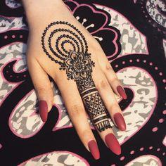 131 Simple Arabic Mehndi Designs That Will Blow Your Mind! Simple Mehndi Designs Fingers, Finger Henna Designs, Simple Arabic Mehndi Designs, Back Hand Mehndi Designs, Full Hand Mehndi Designs, Mehndi Designs For Girls, Mehndi Designs For Beginners, Mehndi Design Photos, Latest Mehndi Designs