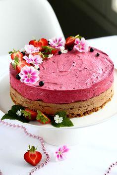 Mustaherukka-suklaajuustokakku, maidoton, gluteeniton ja munaton - Suklaapossu Ice Cream Pies, No Bake Cake, Cake Decorating, Decorating Ideas, Cheesecake, Birthday Cake, Sweets, Cooking, Desserts