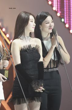 200130 Red Velvet Irene at Seoul Music Awards. Red Velvet Joy, Red Velvet Irene, South Korean Girls, Korean Girl Groups, Joy Instagram, Seoul Music Awards, Golden Child, Stage Outfits, Seulgi