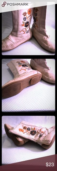 Gianni Bini Women's Leather Moccasin Boots Gianni Bini Women's Leather Moccasin Boots, size 7.5. All leather with floral design, used but in great condition. The sole is incredibly comfortable, the leather might need some conditioning since they are cream/white. Gianni Bini Shoes Moccasins