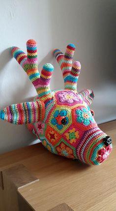By Margreet de wit Crochet Wool, Crochet Art, Crochet Gifts, Crochet Patterns, Stuffed Animals, Stuffed Animal Patterns, Crochet Taxidermy, African Flower Crochet Animals, Crochet Dinosaur