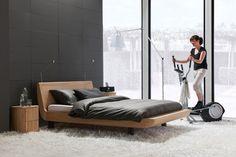 Voor ledikant Denzo hebben wij weinig woorden nodig; zijn ontwerp spreekt voor zich! Dit wel heel bijzonder vormgegeven ledikant maakt je moderne slaapkamer compleet met zijn frisse uitstraling, dankzij het onbewerkte eikenhout. Een praktische maat van 140x200cm maakt Denzo ook geschikt voor de kleinere slaapkamer.