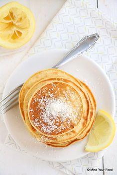 Lemon yogurt pancakes - Mind Your Feed - - Pancakes Muesli, Pancakes And Waffles, Lemon Pancakes, Yogurt Pancakes, Baby Food Recipes, Sweet Recipes, Healthy Recipes, Healthy Food, Crepes