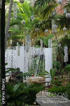 Patio homenaje a William Baena por Florarte.  Siguenos en PINTEREST! Chuppah, Altar, Wedding Ceremony, Arch, Outdoor Structures, Patio, Garden, Floral, Trends