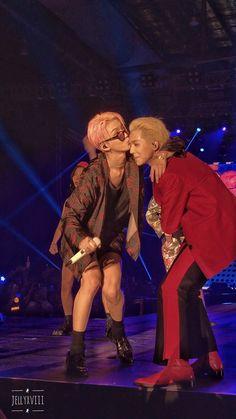 Hoony and Mino being cute and also no pants Hoo. Hoony and Mino being cute and also no pants Hoony and Mino being cute and also no pants Winner Ikon, Mino Winner, K Pop, Racerback Tank, Seungyoon Winner, Song Minho, Kpop Couples, Monsta X Kihyun, Kpop Guys