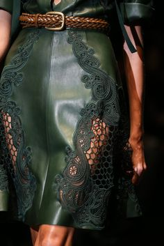 "GUCCI Spring-Summer 2015 Milán Fashion Week ♥ ""And the LORD said to Moses, ""Go to the people and consecrate them today and tomorrow. Have them wash their clothes. Fashion Details, Love Fashion, Runway Fashion, High Fashion, Fashion Show, Fashion Design, Fashion Trends, Green Fashion, Milan Fashion"